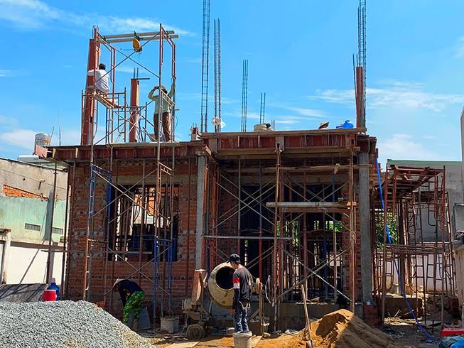 TP.HCM: Sống ổn định trên đất ở, vẫn phải xây nhà tạm